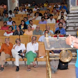 Prof. Shashidhara addressing the audience in his public lecture in Bhopal